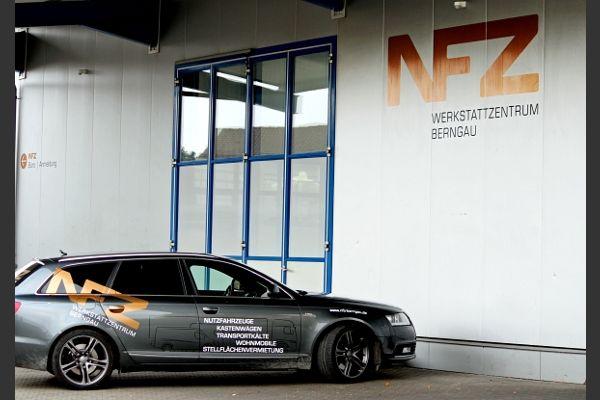 Audi A6 vor der Werkstatt