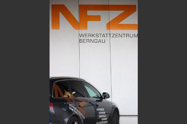 Audi vor der Werkstatt