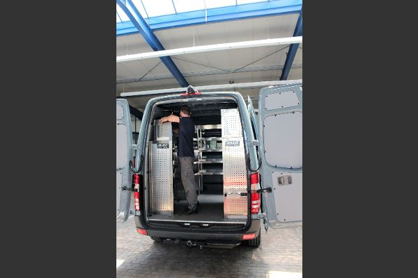 Einbau Regalsystem in Transporter
