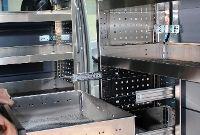 Schubladen Montage in einem Kastenwagen