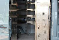 Regalsystem im Fahrzeug, Blick durch die Seitentüre