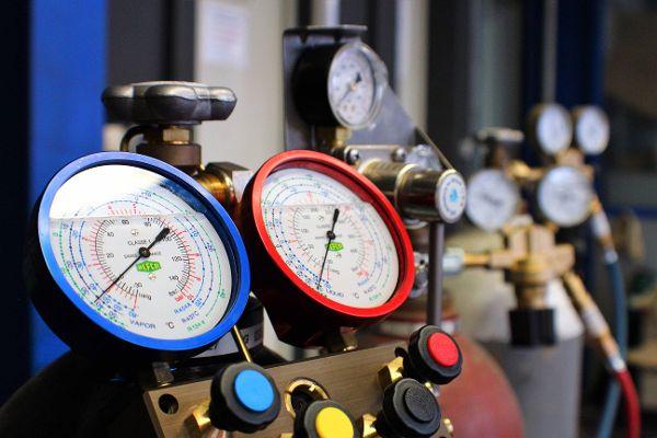 Kältemittelmanometer und Kühlmittel