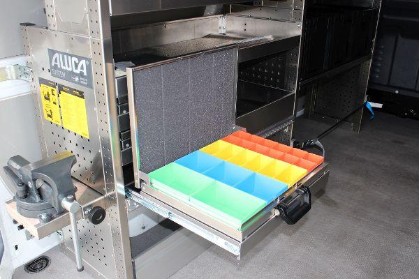 Kleinteileboxen im Fahrzeug