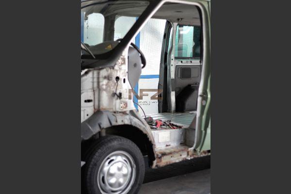 Ford Transit zerlegt in der Werkstatt