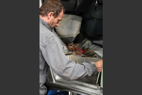Neues Karosserieblech einsetzen und anpassen