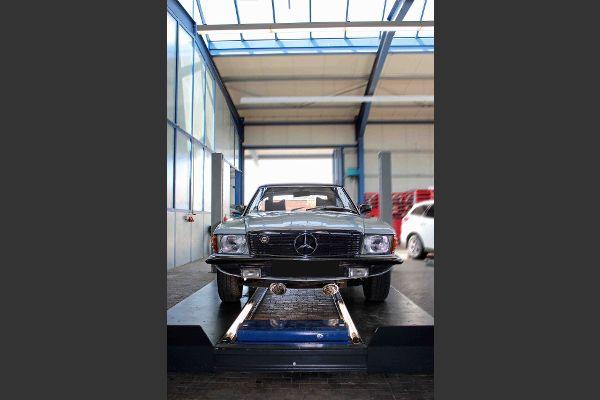 Mercedes Oldtimer in der Werkstatt