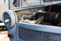 Trabbi-Front mit geöffneter Motorhaube