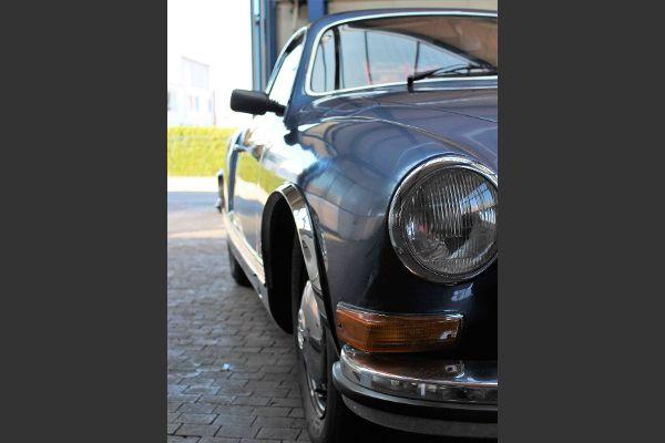 Volkswagen Karmann Ghia in der Werkstatt